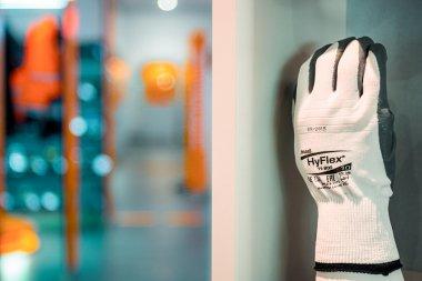 Arbeitsschutz PSA Kopfschutz Handschuhe