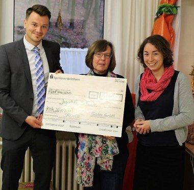 Scheck Übergabe Bryan Schmidt Karin Köppen Franziska Helmig BSH Jugenhilfe Gödde GmbH