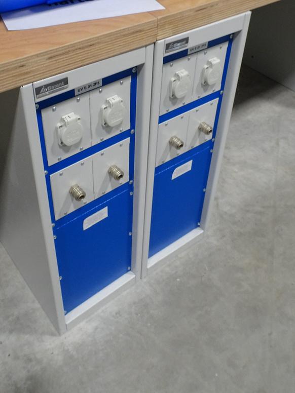 Detail Werkbank: Strom- und Druckluftanschluss